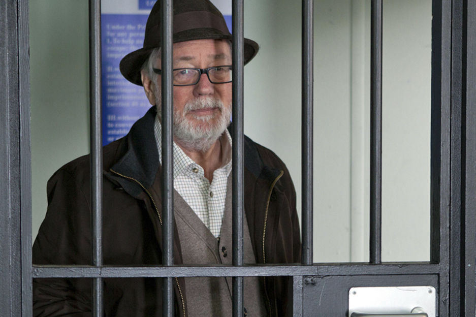 WARNING: Embargoed for publication until: 19/08/2014 - Programme Name: EastEnders - TX: 29/08/2014 - Episode: EastEnders - 4916 (No. 4916) - Picture Shows: Mick tries to say sorry to Linda but she remains conflicted.  Linda Carter (KELLIE BRIGHT), Mick Carter (DANNY DYER) - (C) BBC - Photographer: Jack Barnes